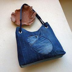 džíska s kapsou