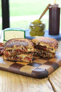 This Barbecue Roast Beef & Bacon Grilled Cheese recipe turns the typical grilled cheese sandwich into a main dish for dinner. Serve with a salad for a complete meal! Grilled Sandwich, Soup And Sandwich, Sandwich Recipes, Lunch Recipes, Grilled Cheese Recipes, Beef Recipes, Cooking Recipes, Barbecue Recipes, Sandwich Croque Monsieur