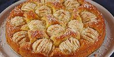 Apfelkuchen, ελληνιστί μηλόπιτα, γερμανικής καταγωγής. Φτιάχνεται με γέμιση μήλων και μιας υπόξινης κρέμας που πραγματικά δίνει μια άλλη διαστάση στη γεύση της. Θεωρείται παραδοσιακό γλυκό και δε λείπει από τα Κυριακάτικα τραπεζώματα και τις απογευματινές μαζώξεις Apple Recipes, Baking Recipes, Cake Recipes, Dessert Recipes, Apple Deserts, Apple Muffins, Apple Pies, Sweet And Salty, Greek Recipes