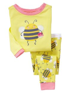 Gap Toddler Bumble Bee Sleep Set in New Pale Lemon Toddler Girl Outfits, Kids Outfits, Cute Outfits, Newborn Girl Dresses, Baby Dress, Little Girl Fashion, Kids Fashion, Girls Sleepwear, Girls Pajamas