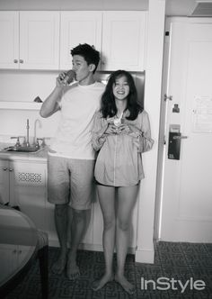 Celebrity couple Yoon Seung Ah and Kim Moo Yeol vacation in Hawaii for 'InStyle'… Pre Wedding Poses, Wedding Couple Photos, Pre Wedding Photoshoot, Couple Pictures, Wedding Couples, Movie Couples, Cute Couples, Couple Posing, Couple Shoot