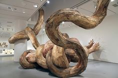 Enormes serpientes de madera reciclada