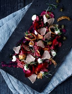 Veal tartar with truffle, beetroot and crispy potato shells Baking Recipes, Healthy Recipes, Crispy Potatoes, Fika, Beetroot, Food Presentation, Food Plating, Food Inspiration, Tapas
