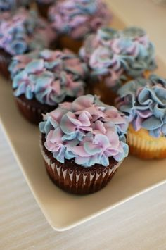 Hydrangea cupcakes instructions included