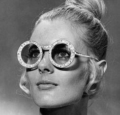 Round Dior sunglasses vía The Ingenue Mag