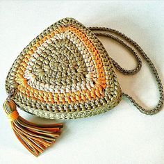 Marvelous Crochet A Shell Stitch Purse Bag Ideas. Wonderful Crochet A Shell Stitch Purse Bag Ideas. Mode Crochet, Crochet Shell Stitch, Crochet Stitches, Crochet Patterns, Triangle Bag, Crochet Triangle, Crochet Handbags, Crochet Purses, Crochet Bags