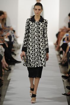 Oscar de la Renta RTW Spring 2014 // Learn how to hand render lace: http://www.universityoffashion.com/lessons/rendering-lace/