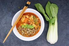Curry de poulet aux lentilles Menu, Ethnic Recipes, Food, Sprouts, Chicken, Dutch Oven, Menu Board Design, Meal, Essen