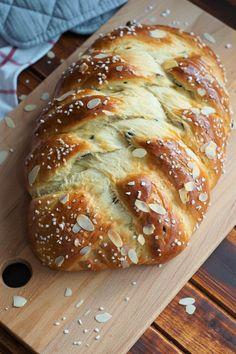Dani Variation Vollkornkörnerbrot ruck zuck in 5 Min. German Bread, German Baking, Delicious Desserts, Yummy Food, Austrian Recipes, Sweet Bakery, Cooking Chef, Bread And Pastries, Bread Baking