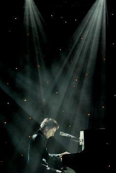 muse matthew bellamy piano stars spotlight- beautiful.