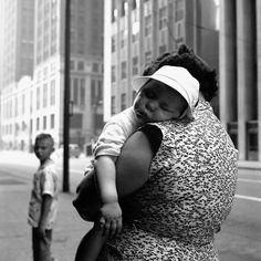 """Vivian Maier.   and Z. for  X... «...Vous savez que je sais que vous savez...hein ?... Tomber enceinte n'est pas une fatalité, mais une maternité... Une vie qui commence autrement... Rien de grave finalement... C'est donc ce que j'ai """" Vu """"  en vous (le 16.06.2016) prochainement...Donc à méditer...ou à éviter, c'est selon...  » Bien à vous   Z. for X.....la photo est splendide, elle nous invite à rejoindre les limbes de Morphée..."""