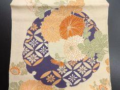 アンティーク 雪輪に古典柄・菊模様刺繍丸帯
