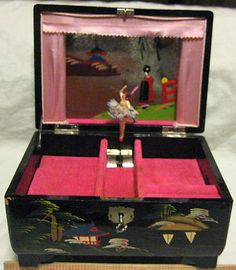 ANTIQUE HAND PAINTED JAPANESE BLACK LAQUERWARE MUSICAL BALLERINA JEWELRY BOX