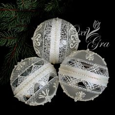 1 million+ Stunning Free Images to Use Anywhere Christmas Yard Art, Painted Christmas Ornaments, Hand Painted Ornaments, Christmas Balls, Handmade Christmas, Christmas Crafts, Lace Painting, Clear Ornaments, Vintage Jewelry Crafts