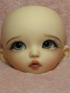 I don't even really know what to say about this faceup. I think it's the eyelashes and the eyebrows that make it hard for me to comprehend. Are we trying to make her look real or what? Maybe this face plate will look different on a body with clothes and hair...
