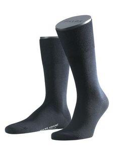 FALKE - Airport mannensokken - Één van de meest verkochte mannensokken ter wereld zijn deze Airport sokken van het merk Falke. De binnenkant van de Airport bestaat uit fijn katoen en de buitenkant van deze mannensokken bestaat zacht merinowol, wat er voor zorgt dat de voeten een aangename temperatuur behouden. Met een verstevigde hiel en teengedeelte voor een optimaal comfort.