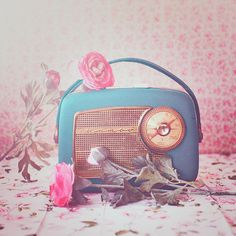 """It's not true I had nothing on, I had the radio on."" by Chaulafanita [www.juliadavilalampe.com], via Flickr"