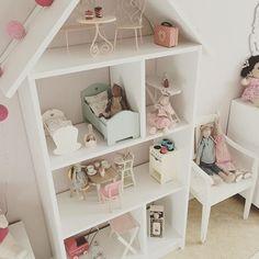 Buon pomeriggio… Maria vive in un piccolo appartamento in Svezia, con la sua famiglia, riadattando e pitturando di bianco vecchi mobili,...