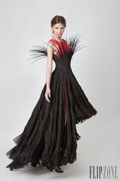 Jean Louis Sabaji Printemps-été 2015 - Haute couture - http://fr.flip-zone.com/fashion/couture-1/independant-designers/jean-louis-sabaji-5614