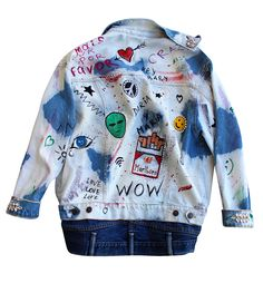 Doubled denim hand-painted jacket. Decorated with Swarovski Crystals. 100 % cotton. Oversized For more information email us: info@dariamaria.com Price 430€ Цена 27,990 рублей www.dariaymaria.com (link in bio) #dariaymaria #dariamaria #fashionweek #streetstyle #streetfashion #milano #streetstyle #london #madrid #barcelona #ibiza #marbella #malaga #maldives #tsummoscow #thailand #popartjacket #курткапопарт #рисуюнаодежде #tokyo #рисунокнакуртке #курткасперьями #курткавау #wowjacket…