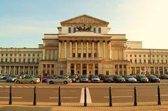 Antonio Corazzi, łabędzi śpiew polskiego klasycyzmu w latach 30 wzniósł monumentalny gmach Teatru Wielkiego