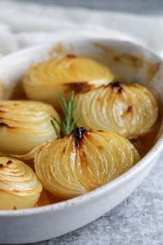 Baked Onions, Vidalia Onions, Tasty Dishes, Side Dishes, Eating Alone, Baking With Honey, Onion Recipes, Vegetable Recipes, Food Print