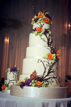 Rustic wedding cake with flowers and buttleflys