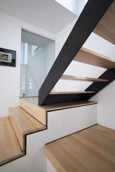 #stairs on archilovers.com http://www.archilovers.com/upload/BigImageProject/4708278c-3661-2007-1ebf-6de2585fc184.jpg