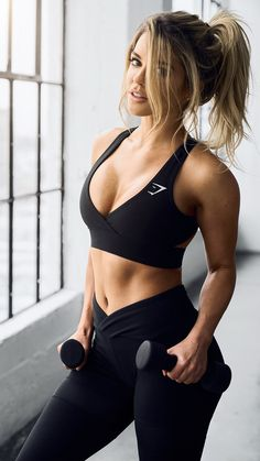 The perfect workout outfit consists of the Dynamic leggings and Cross Back Sports Bra from the new Gymshark by Nikki Blackketter collection. The open back and low cut front of the crop top gives a stunning finish, complete with Gymshark reflective logo. T http://amzn.to/2s1pFNY