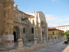 Leon offers a wide variety of historical architecture. http://www.cyclefiesta.com/multimedia/articles/camino-de-santiago-camino-frances-guide.htm