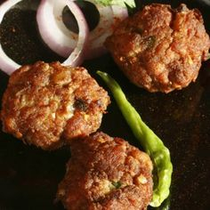 Mutton cutlets - These crispy and scrumptious Parsi mutton cutlets are succulent and a perfect appetizer for any meal. Goan Recipes, Veg Recipes, Baby Food Recipes, Indian Food Recipes, Cooking Recipes, Potato Recipes, Mutton Stew Recipe, Cutlets Recipes, Minced Chicken Recipes