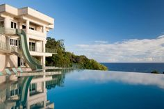 Wow! Love that pool! Water Falling Estate on The Big Island 4 Striking Water Falling Estate in Hawaii Hits the Auction