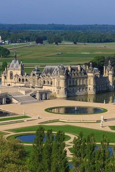 Castle of Chantilly, France Beautiful Castles, Beautiful Buildings, Beautiful Places, Mansion Plans, Castle House, Grand Homes, French Chateau, French Cottage, Beautiful Architecture