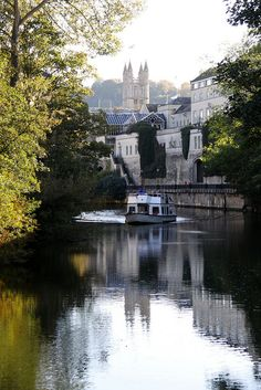 Along the Avon, Bath, England, UK
