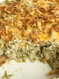 Look no further for the best creamy cheesy green bean casserole! Only a few simple ingredients, canned green beans, and a few minutes prep is all you need for the best green bean casserole. No creamed soup and no mushrooms. This recipe is a must have side Cheese Green Bean Casserole, Homemade Green Bean Casserole, Vegetable Casserole, Creamy Green Beans, Baked Green Beans, Cooking Green Beans, The Best Green Beans, Can Green Beans, Toast Pizza