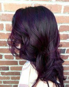 Color violeta con negro Perfecto para pieles morenas.