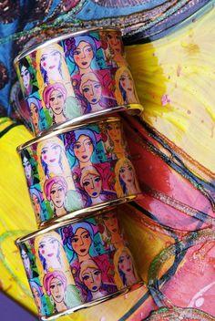 O trabalho de Isabelle Tuchband estampa os braceletes