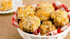 Quick Cheese Biscuits—Wrap up two of these tasty biscuits to go with a vacuum bottle of hot soup. Children love variety and these are a bit different than just plain sandwiches. Quick Biscuits, Tea Biscuits, Cheese Biscuits, Cheddar Biscuits, Drop Biscuits, Scones, Muffins, Good Food, Yummy Food