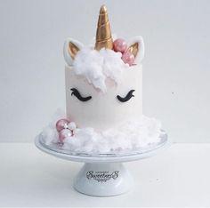 commande gateau anniversaire licorne gateau de princesse blanc crème