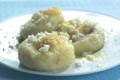 10x ovocné knedlíky | Apetitonline.cz Czech Recipes, Dumplings, Doughnut, Sweet Recipes, Food And Drink, Menu, Bread, Cooking, Healthy