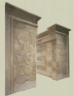 Porte d'un temple de Médamoud -  vers 221-205 avant JC - Musée des Beaux Arts de Lyon.  Cette porte monumentale marquait à l'origine une des entrées du sanctuaire principal de Médamoud, cité proche de Karnak, consacré au dieu local, le grand taureau Montou. Elle fut édifiée par Ptolémé IV, l'un des successeurs d'Alexandre le Grand. La façade, le passage et l'arrière de la construction sont sculptés de figures et de signes hiéroglyphiques.