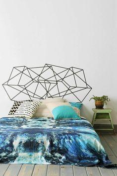 fabriquer une tête de lit originale avec un sticker mural