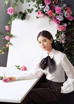 Chinese actress Gao Yuanyuan recently shot a series of photos dressed in spring outfits. Gao's new films, 'Don't Go Breaking My Heart 2'  and 'Yi Sheng Yi Shi' will be released later this year