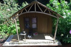 Quick Build  Display Projects for Dollhouse Miniatures or Dioramas: Make a Miniature Cabin Front Porch Display Shelf