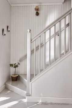 beautiful home, portaikko, portaat, stairs Staircase Railings, Staircase Design, Stairways, Cottage Stairs, House Stairs, Attic Rooms, Attic Spaces, Painted Stairs, Entry Hallway