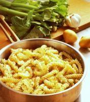 testenine z belušno zeleno    pasta with cellery