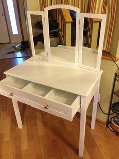 Minneapolis: White Vanity $70 - http://furnishlyst.com/listings/168241