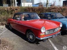 #Peugeot #404 Cabriolet vue sur le parking collection à #Reims au Salon Champenois du Véhicule de Collection début mars 2015. Article complet à voir sur : http://newsdanciennes.com/2015/03/08/grand-format-news-danciennes-au-salon-de-reims-2/ Issue de l'article : Grand format : News d'Anciennes au Salon de Reims | News d'Anciennes #Vintage #Classic