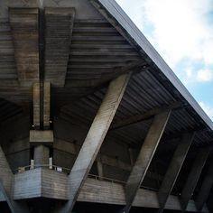 Brutalist buildings: National Theatre, London by Denys Lasdun Concrete Architecture, Architecture Images, Interior Architecture, Brutalist Buildings, Photography Tours, National Theatre, London Calling, Fantasy Landscape, Britain