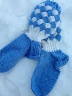 Mine første kontstrikk sokker. Endimmäiset konttineulesukat.